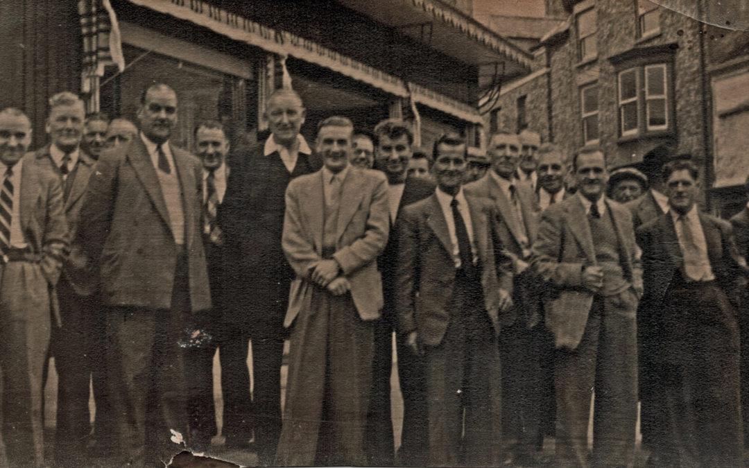 Burton Stone Inn trip to the seaside – 19 August 1956