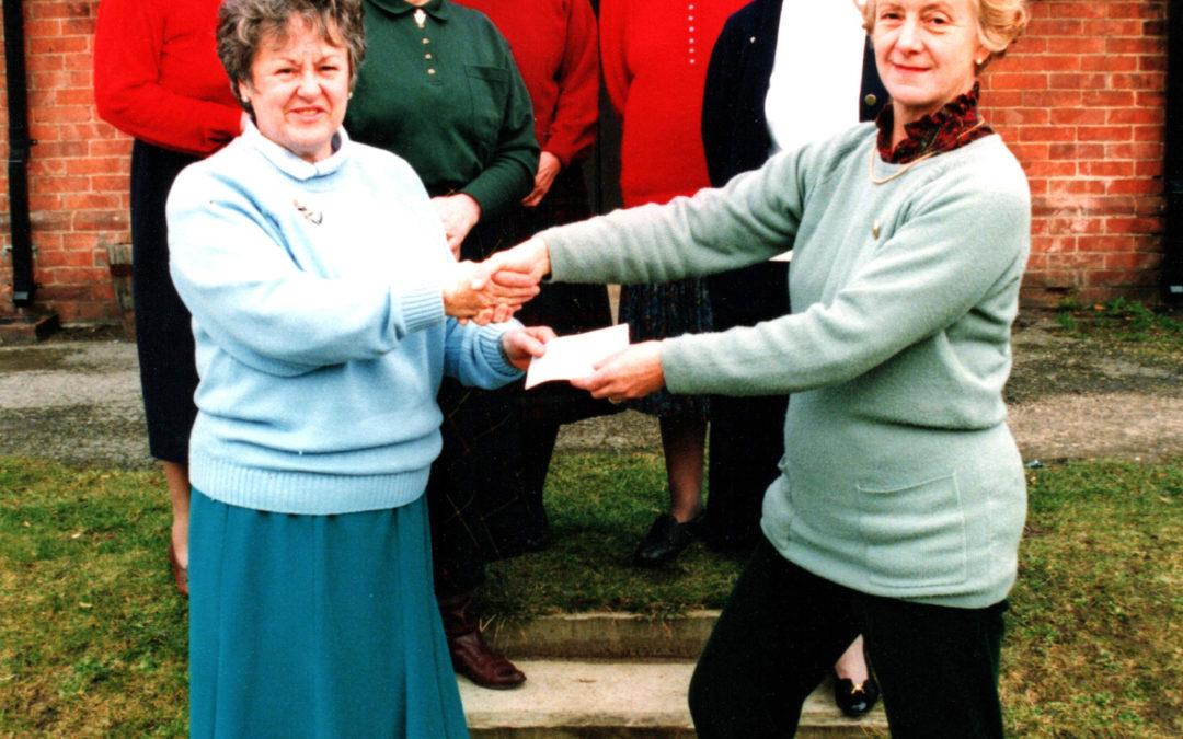 Escrick Open Gardens 2003 – Presentation of cheque